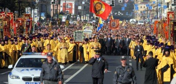 Православие тащат в Конституцию