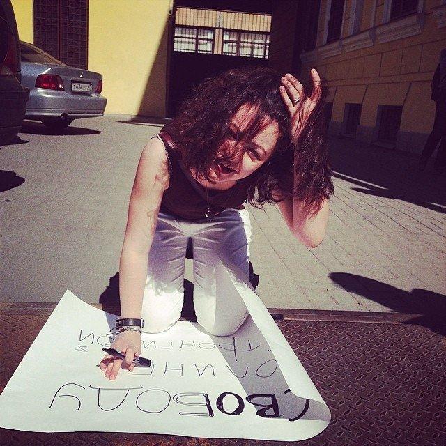 Пикеты в поддержку Полины Стронгиной
