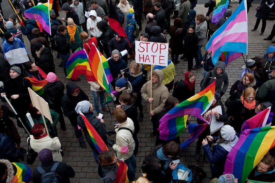 Марш против ненависти: флаги и лозунги