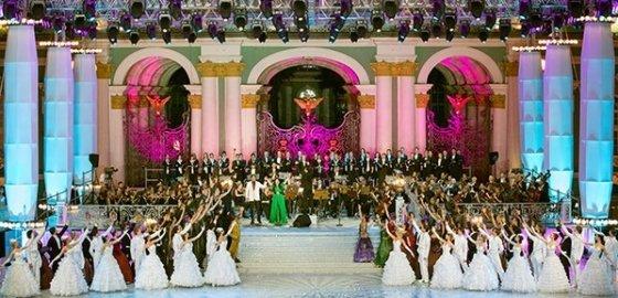 В День города на Дворцовой площади дадут бал