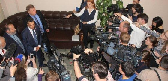 Льва Шлосберга досрочно лишили полномочий депутата