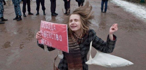 """""""День борьбы, а не цветов!"""" – скандировали на митинге 8 марта"""