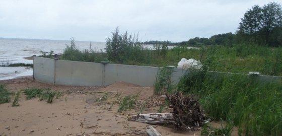 У залива украли еще один пляж