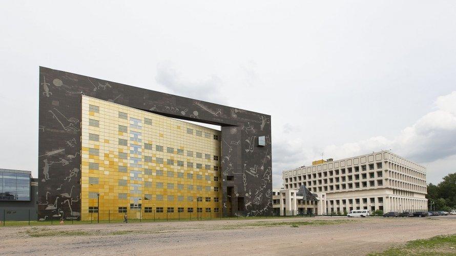 Пиотровский: Тендеры настроительство выигрывают самые неумелые компании
