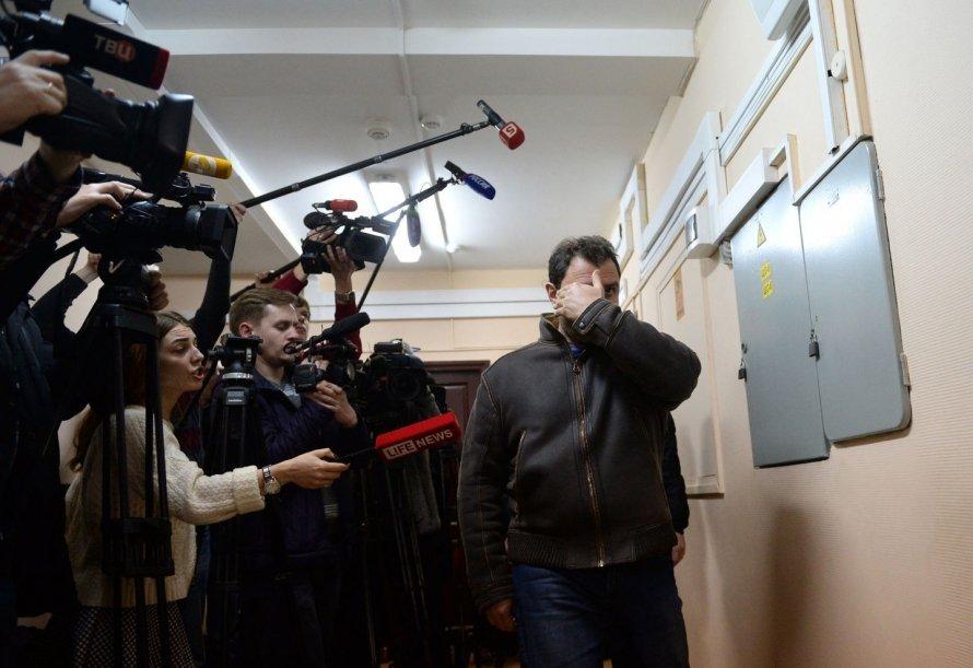 Вчесть 100-летия революции Эрмитаж иГлавный штаб покраснеют