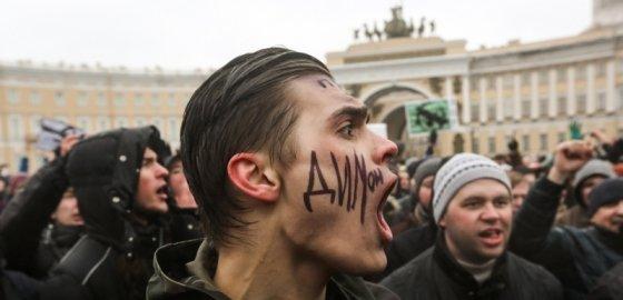 На митинге против коррупции в Петербурге задержаны 130 человек