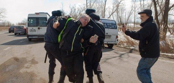 ОМОН предотвратил автопробег в поддержку дальнобойщиков под Петербургом. Фотографии
