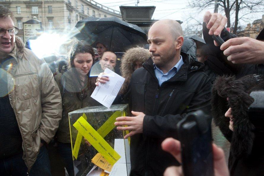 Акция «Надоел» в Петербурге кончилась за 15 минут массовыми задержаниями
