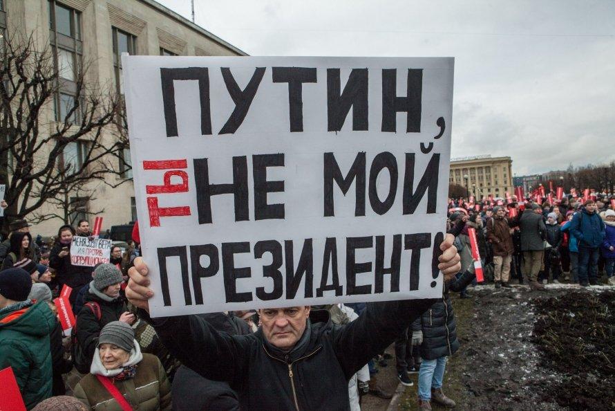 «Время идет, а Путин остается»