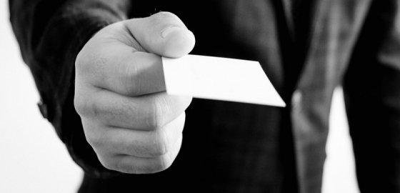 Как пользоваться визитными карточками в соответствии с этикетом