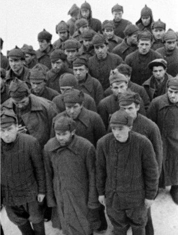 Так были одеты советские военнопленные в финских лагерях (фото предоставлено Медвежьегорским музеем)