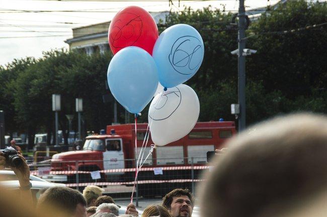 Площадь Ленина в день митинга оказалась перекрыта со всех сторон // Фото: Екатерина Архипова
