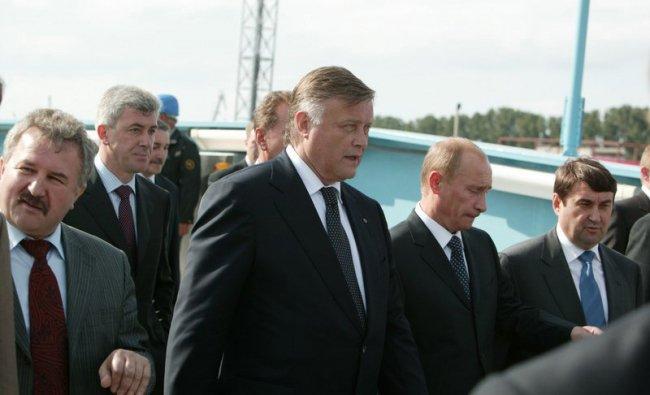 Валерий Израйлит (второй слева), Владимир Якунин (в центре) и Владимир Путин / Фото: imgur.com