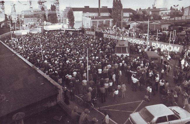 Бастующие рабочие Гданьской верфи