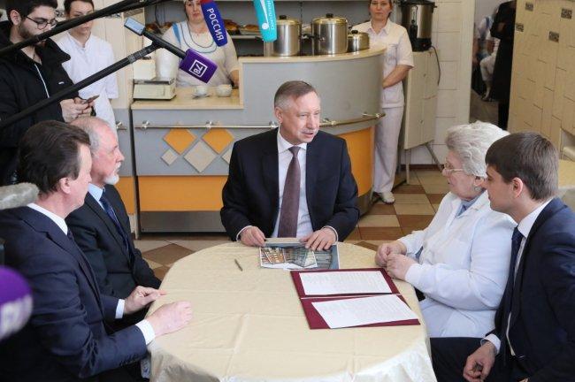 Визит Александа Беглова в пирожковую / Фото: gov.spb.ru