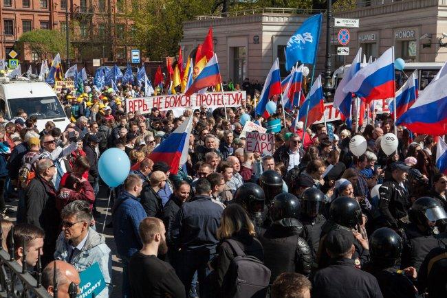 Шествие колонны по Лиговскому проспекту. Фото: Елена Лукьянова, «Новая в Петербурге»
