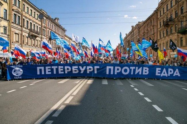 Колонна объединенных демократических сил на Невском проспекте. Фото: Ольга Роскина