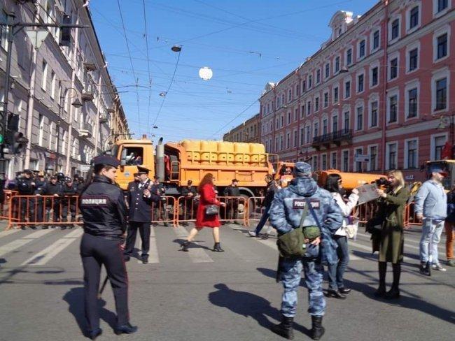 Полицейское заграждение на пути заранее согласованного маршрута. Фото: facebook.com