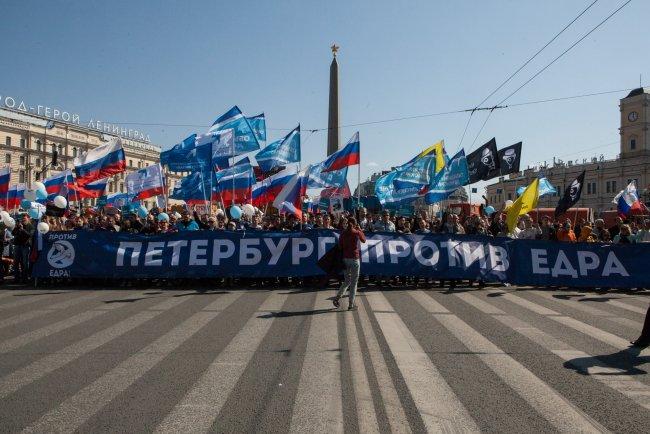 Колонна объединенных демократических сил на шествии 1 мая в Петербурге. Фото: Елена Лукьянова / «Новая в Петербурге»
