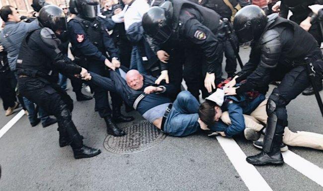 Задержание Максима Резника. Фото: facebook.com