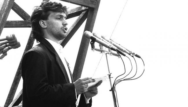 Будущий премьер-министр Венгрии Виктор Орбан на многотысячном митинге призвал к отставке советского правительства (1988). Фото: REUTERS