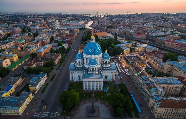 Троицкий собор и рынок (справа). Фото: Станислав Забурдаев