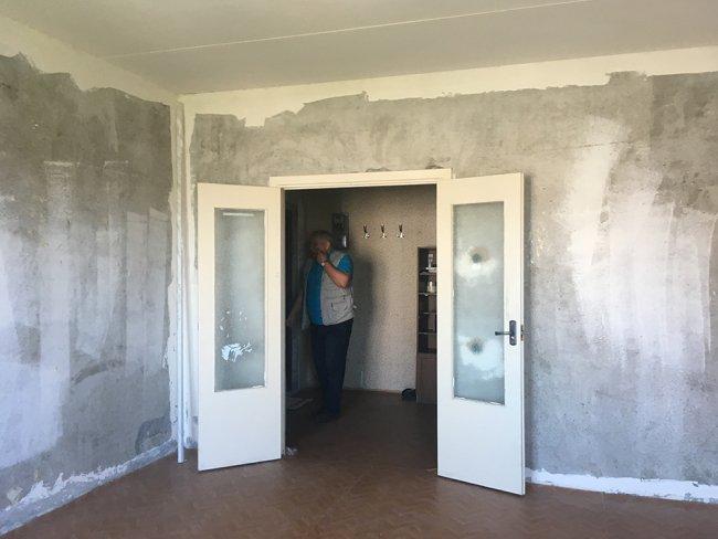 Александр Кубышкин еще не закончил ремонт в новой квартире. Фото: Ирина Тумакова / «Новая»