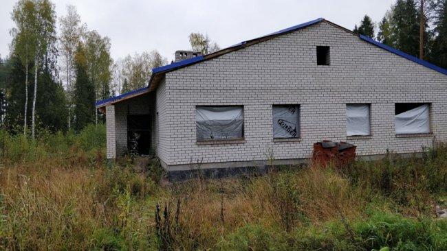 Что-то похожее на недостроенный дом для оператора. Фото: Денис Коротков / «Новая газета»