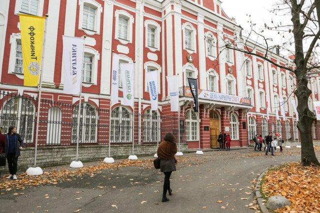 «День карьеры» в главном корпусе СПбГУ. Фото: пресс-служба вуза