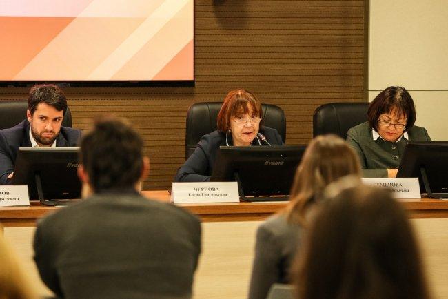 Елена Чернова (в центре). Фото: пресс-служба СПбГУ