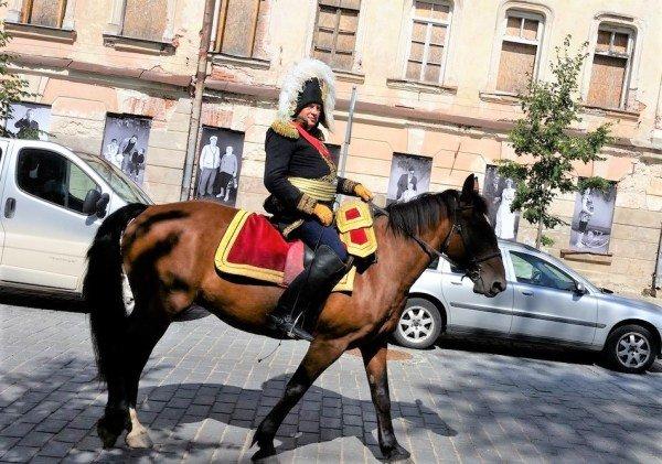Олег Соколов много лет реконструирует Наполеона, считая его «идеалом государственного деятеля». Фото: Антон Хёльн / «ВКонтакте»