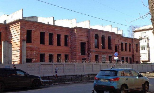 Долгострой на отнятом у детской больницы участке  (13 линия ВО 53). Фото: citywalls.ru