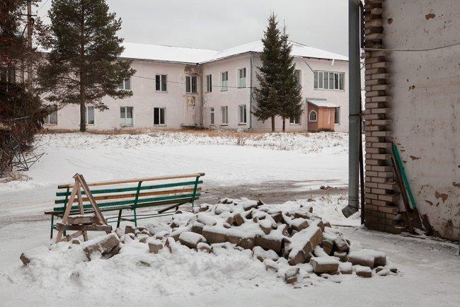 Мошенская Центральная районная больница снаружи. Фото: Елена Лукьянова / «Новая в Петербурге»