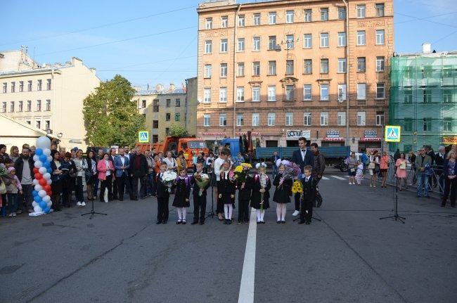 День знаний школы N91 на новом месте — после ее выдворения из своего дома, переданного Академии танца