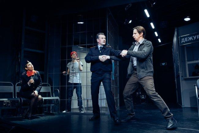Сцена из спектакля «Человек из Подольска» в театре «Приют комедианта». Фото: @pkteatr