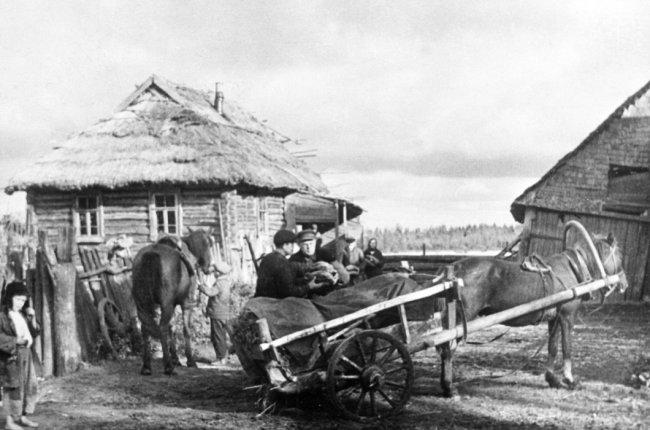 Крестьяне Псковской области, 1942 год. Фото: РИА Новости