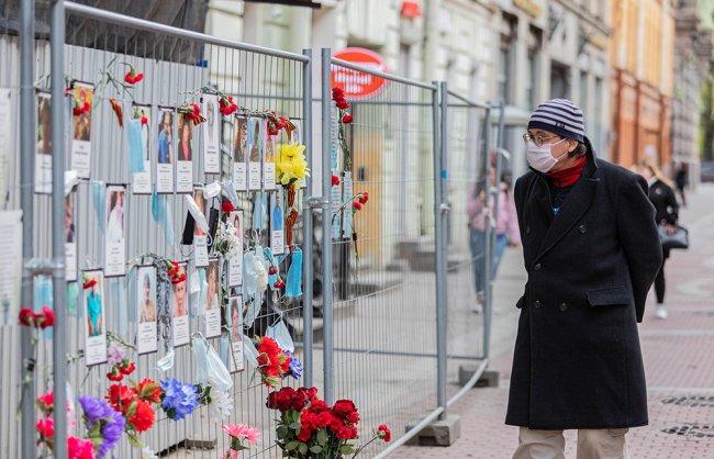 Народный мемориал памяти медиков, погибших во время эпидемии COVID-19 на Малой Садовой улице. Фото: Иван Петров / для «Новой»
