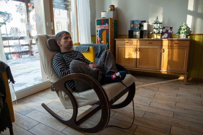 Один из жителей «Дома на воле». Фото: Елена Лукьянова / «Новая газета»
