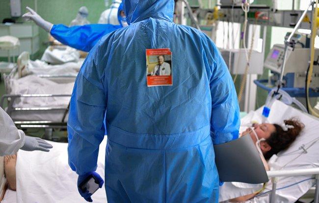 Врач-реаниматолог за работой. Фото: Алексей Майшев / РИА Новости