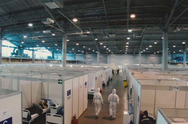 Временный госпиталь для больных коронавирусом на территории выставочного комплекса «Ленэкспо». Фото: gvv-spb.ru/news