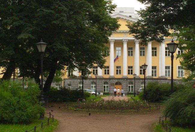 Здания Первого Западного окружного военного суда в Петербурге. Фото: 2gis.com