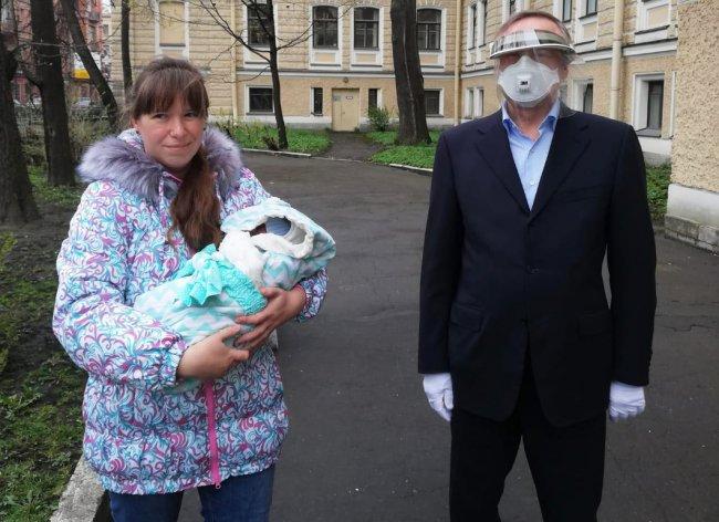 Губернатор Петербурга Александр Беглов посещает роддом №6. Фото: gov.spb.ru