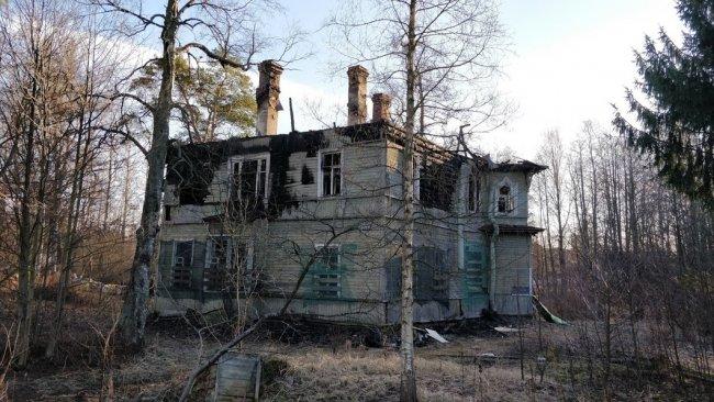 Аварийный дом № 248 по Приморскому шоссе. Фото: Денис Коротков / «Новая газета»