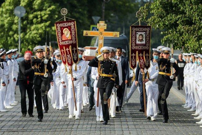 Ковчег с мощами адмирала Ушакова. Фото: Александр Демьянчук / ТАСС