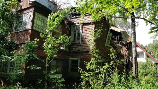 Дом 34 по проспекту Красных Командиров. Фото: Денис Коротков / «Новая газета»