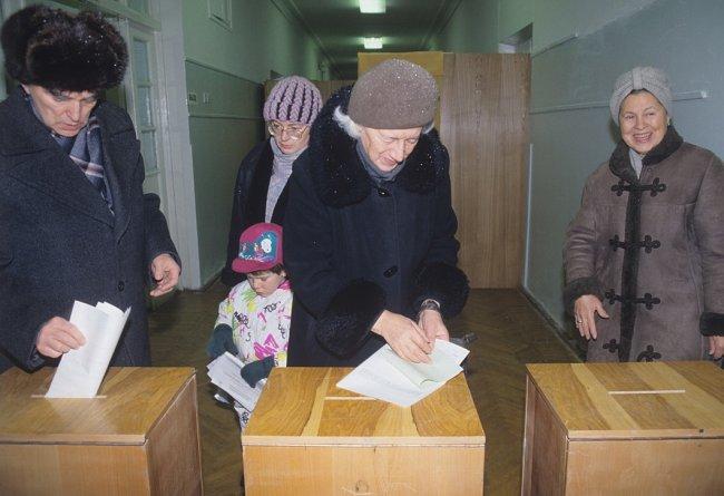 12 декабря 1993 года. Выборы в первую Государственную думу РФ, в Совет Федерации и принятие проекта новой Конституции. Фото: Sputnik
