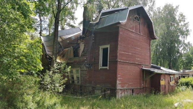 Дом 34 по проспекту Красных Командиров с другого ракурса. Фото: Денис Коротков / «Новая газета»