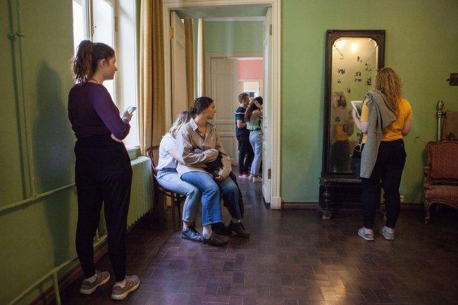 Посетители музея Анны Ахматовой. Фото: Елена Лукьянова / «Новая в Петербурге»