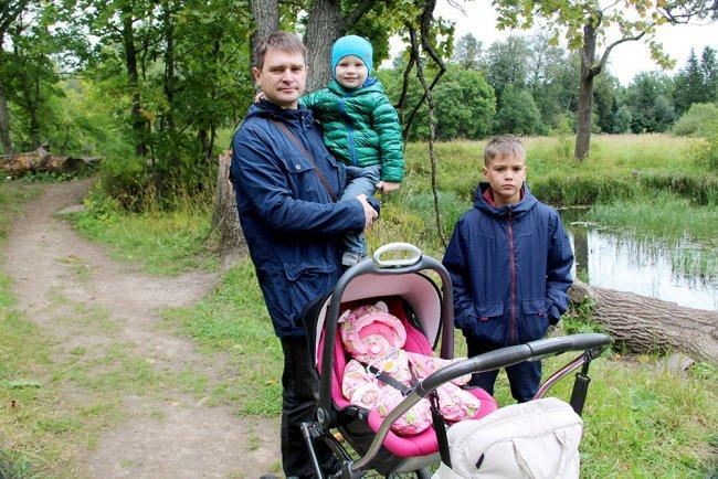 Александр Шаронов с детьми. Фото из семейного архива