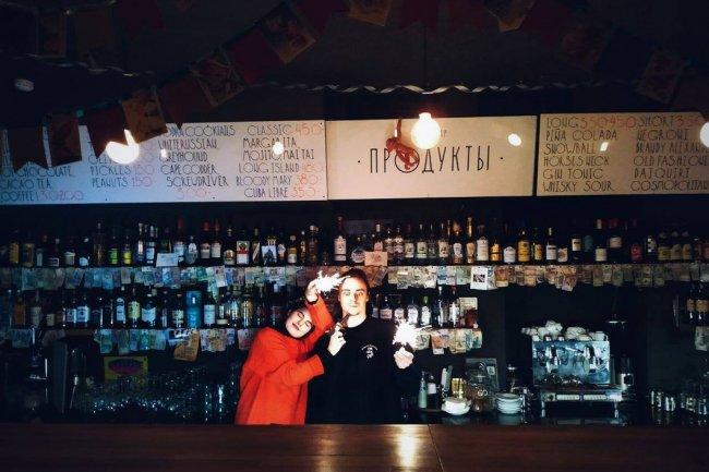 В баре «Продукты». Фото: @fontanka17